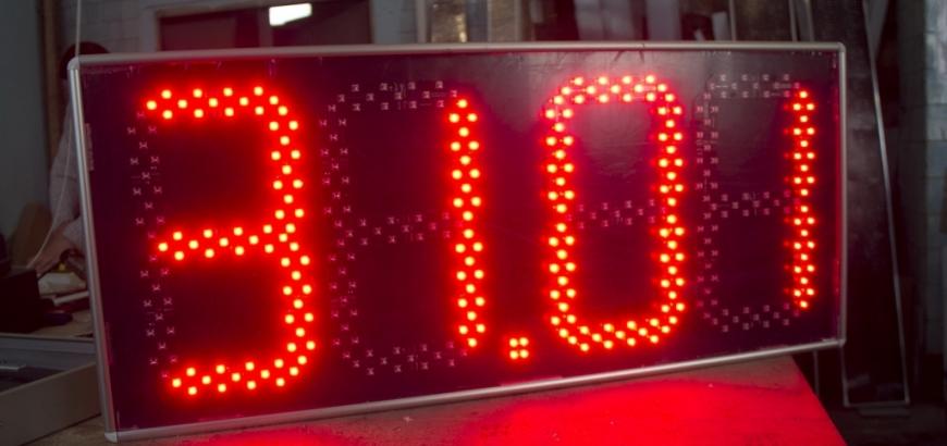 большие уличные электронные часы